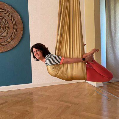 gal-aerial-yoga-2