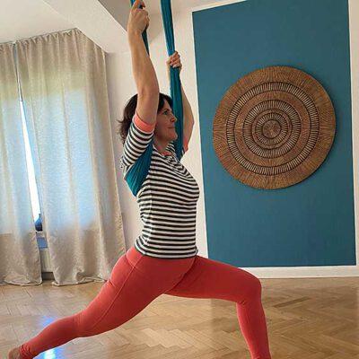 gal-aerial-yoga-5