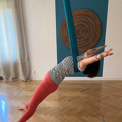 gal-aerial-yoga-6
